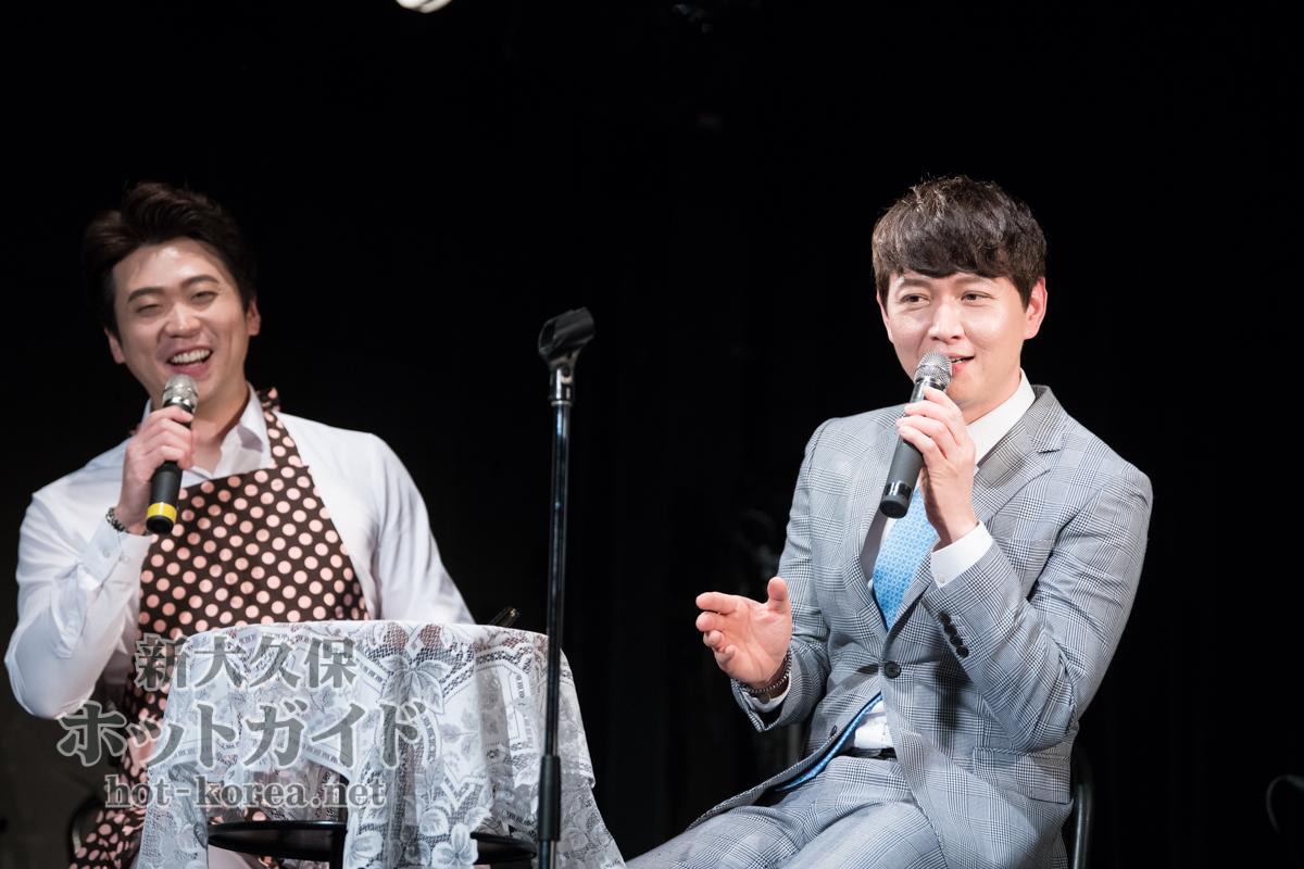 イ・ゴンミョン(右)とMCをつとめたトロット歌手 ナムグン・ムンジョン(左)