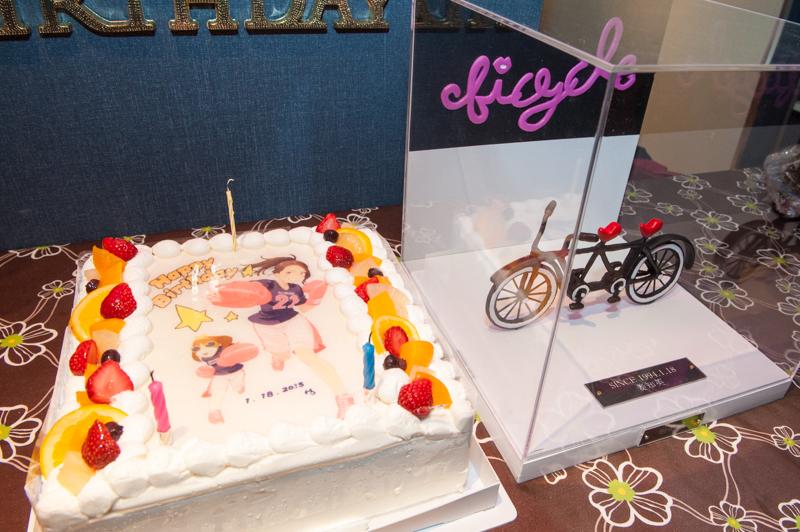 特製ケーキと「bicycle」へのプレゼント