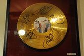 [金豚]BIGBANG直筆サイン入りゴールドディスク