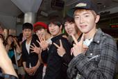 K-POP LIVEのKINOが新大久保駅前に登場