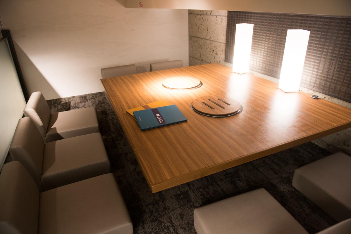 ロフト座敷タイプの隠れ家のような個室席も