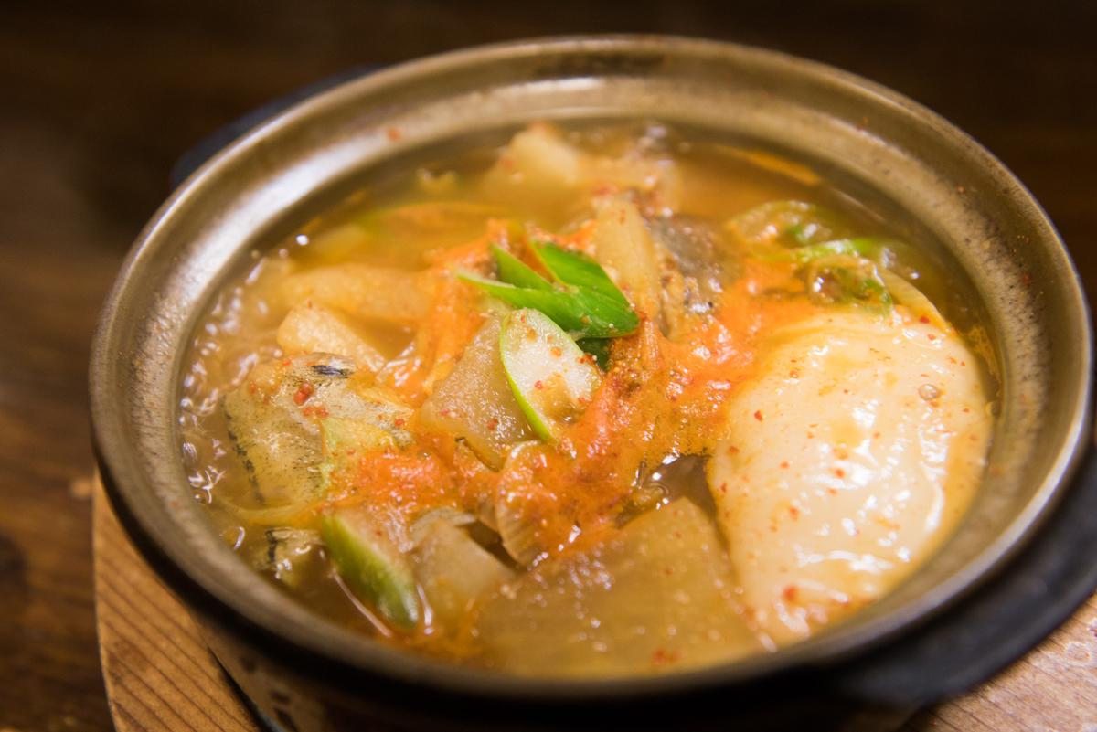 「辛いスープを」のオーダーにママ手作り「鱈チゲ(餅入り)」