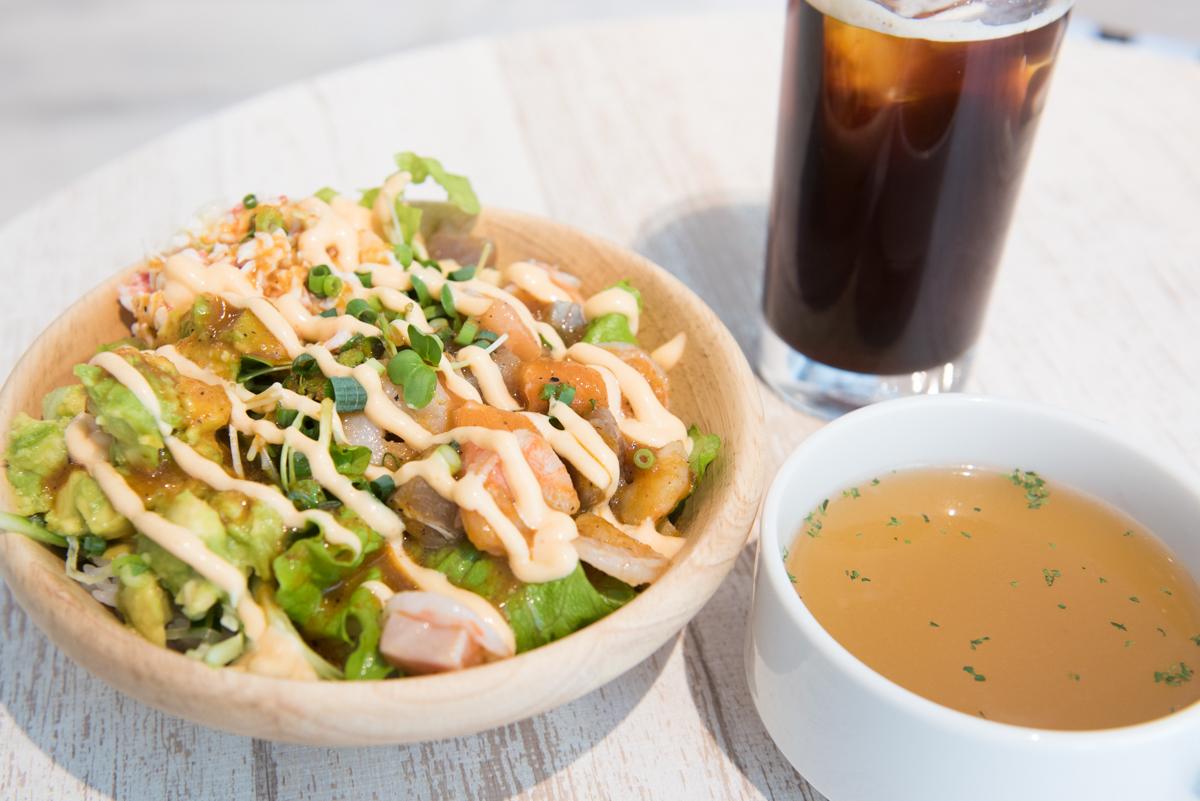 ランチセット ポキ(マグロ・サーモン・エビ) スープ・ドリンク付