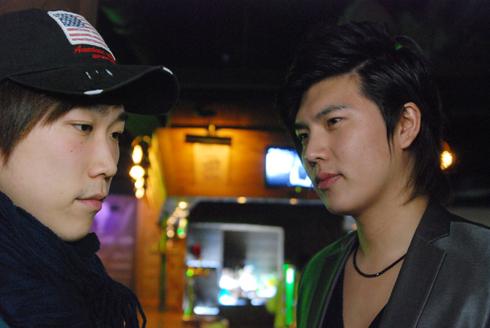 左:テヒョン / 右:店長 ウヨン