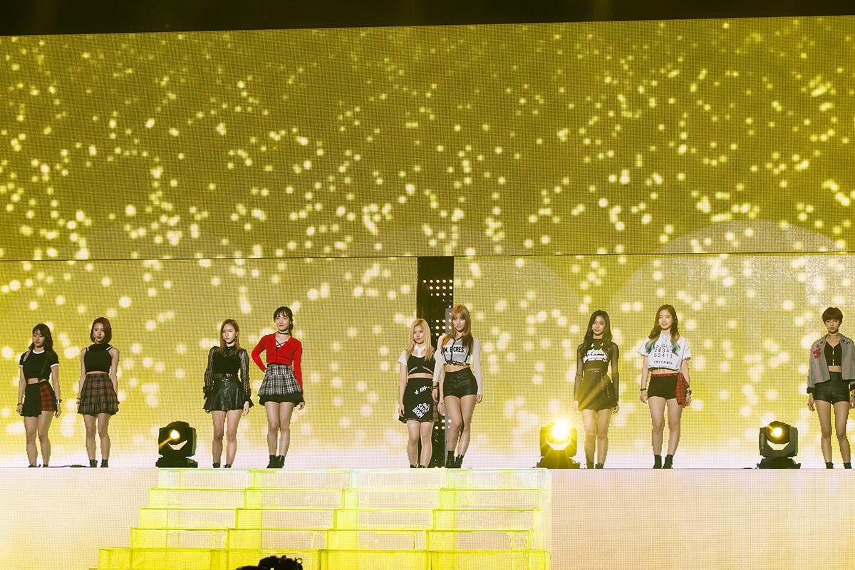 KCON 2016 Japan_TWICE (2)