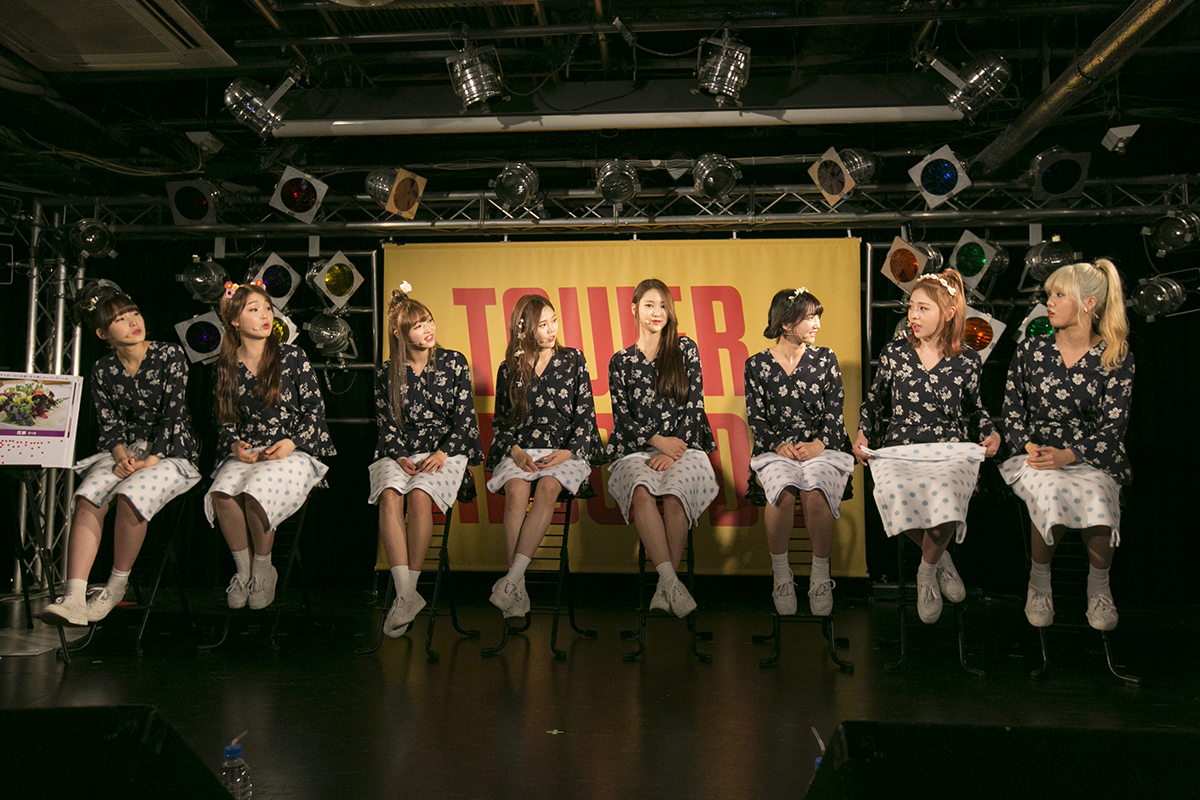 左から) アリン(末っ子) / スンヒ / ユア / ヒョジョン(リーダー) / ジホ / ビニ / ジニ / ミミ